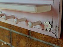 Tabuľky - Kriedová tabuľa s vešiakmi - RODINA v ružovom - 11509304_