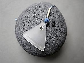 Náhrdelníky - Sklenený prívesok - Trojuholník - 11517854_