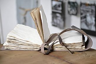 Papiernictvo - archaický kožený zápisník CLAVEM - 11515931_