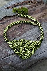 Náhrdelníky - Olivový náhrdelník z točenej šnúry - 11518481_