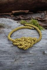 Náhrdelníky - Olivový náhrdelník z točenej šnúry - 11518517_