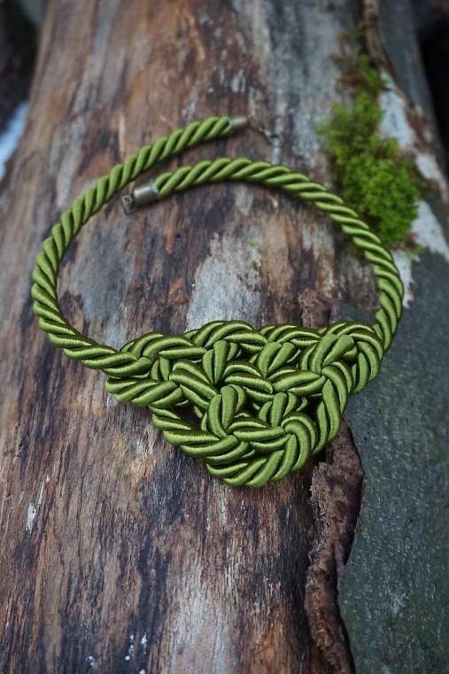 Olivový náhrdelník z točenej šnúry