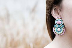 Púdrové trblietanie - soutache earring - ručne šité šujtášové náušnice