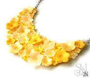 Náhrdelníky - Žltý kvietkovaný náhrdelník - 11525152_