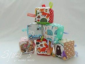 Hračky - Pestrofarebné montessori kocky s hrkálkou ❤ - 11525303_