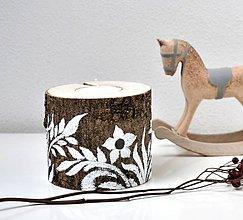 Svietidlá a sviečky - Drevený svietnik-Biele rastliny - 11527090_