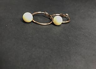 Náušnice - Kruhy s visiacou perlou - 11528043_