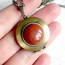 Náhrdelníky - Red Jade Locket Necklace / Otvárací medailón s červeným jaspisom - 11531186_