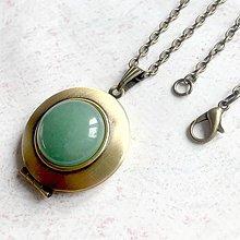 Náhrdelníky - Green Aventurine Locket Necklace / Otvárací medailón so zeleným aventurínom - 11531191_