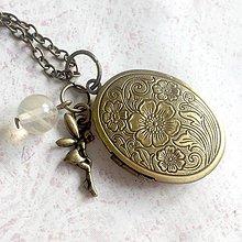 Náhrdelníky - Cherry Quartz Fairy Locket Necklace / Otvárací medailón s cherry krištáľom a vílou - 11531295_