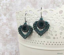 Náušnice - Malé smaragdovo-hematitové srdiečka - 11533453_