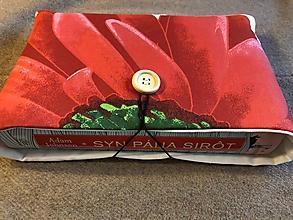 Papiernictvo - Obal na knihu — červený kvet - 11531849_