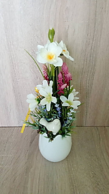 Jarna dekoracia v keramickom tulipane