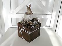 Dekorácie - Veľkonočná dekorácia so zajkom - 11531534_
