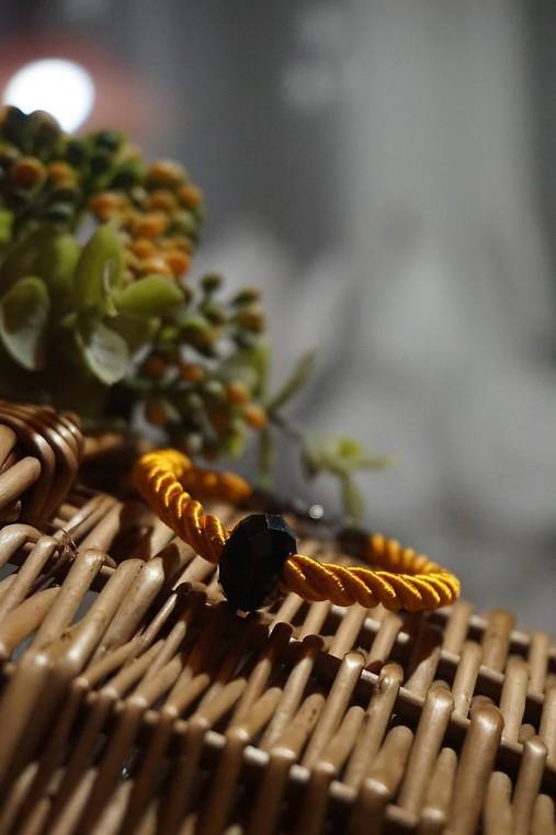 Oranžový náramok z točenej šnúry