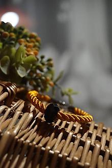Náramky - Oranžový náramok z točenej šnúry - 11537274_
