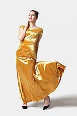 Šaty - Dlhé šaty zamatové zlaté - 11537648_