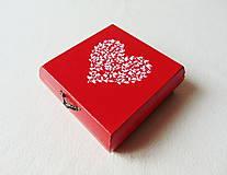 Krabičky - Drevená krabička Srdiečko - 11537981_