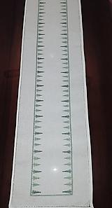 Úžitkový textil - Vyšívaný stredový obrus, biely, 108 x 26 cm - 11538135_