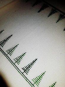 Úžitkový textil - Vyšívaný stredový obrus, biely, 108 x 26 cm - 11538134_