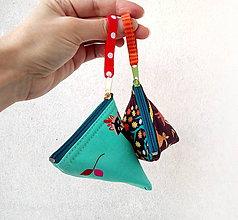 Taštičky - Trojuholníková taštička so zvieratkami - 11537590_