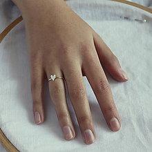 Prstene - minimalistický prsteň - srdiečko (Strieborný srdiečko na obrúčke) - 11539417_