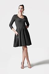 Šaty - Šaty s kruhovou sukňou tmavo zelené - 11542753_