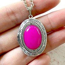 Náhrdelníky - Oval Pink Jade Locket Necklace / Oválny otvárací medailón s ružovým jadeitom - 11541457_