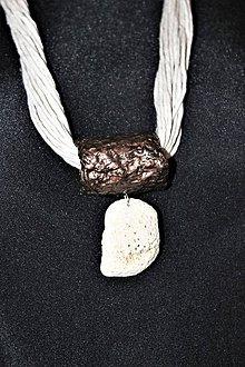"""Náhrdelníky - náhrdelník obručový """"biely koral"""" - 11541197_"""