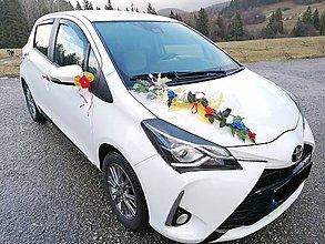 Dekorácie - Svadobné auto - FOLK ikebana cez kapotu - 11541110_
