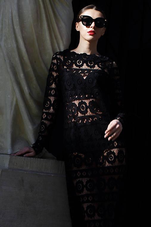Čipkové šaty Odri