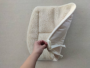 Úžitkový textil - RUNO SHOP Hrejivý sedák do auta 100% Ovčia vlna Baranček proti prechladnutiu a prehriatiu ECRA - 11546962_