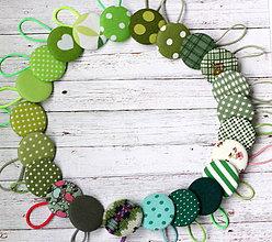 Ozdoby do vlasov - Gumičky do vlasov s buttonmi Zelené veľa vzorov na výber - 11545240_