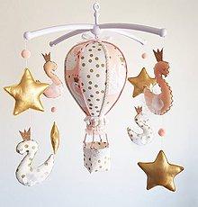 Detské doplnky - Kolotoč nad postieľku zlato marhuľkové labute - 11544108_