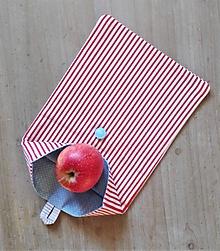 Úžitkový textil - Desiatové vrecúško dvojvrstvové na gombík _  jemný pásik a nebeská modrá - 11544510_