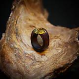 Prstene - Drevený prsteň: Na lúke - 11545052_