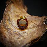 Prstene - Drevený prsteň: Na lúke - 11545059_