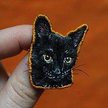 Odznaky/Brošne - Brošňa ručne vyšívaná Mačka Maui - 11545035_