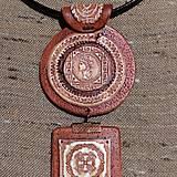 Náhrdelníky - Náhrdeľník s keltským a gréckym symbolom - 11546519_