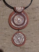 Náhrdelníky - Náhrdeľník s keltským a gréckym vzorom - 11546549_