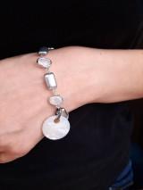 Náramky - Strieborný náramok s perleťovou mincou - 11549740_