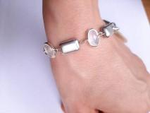 Náramky - Strieborný náramok s perleťovou mincou - 11549759_