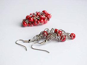 Sady šperkov - Brošňa a náušničky s červenými korálkami - 11551750_
