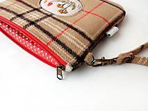 Taštičky - Vlnená károvaná taštička s výšivkou - 11549225_