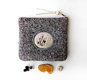 Taštičky - Vlnená tvídová taštička s výšivkou - 11549251_