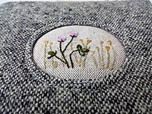 Taštičky - Vlnená tvídová taštička s výšivkou - 11549252_
