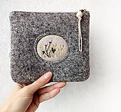 Taštičky - Vlnená tvídová taštička s výšivkou - 11549253_