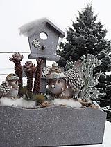 Dekorácie - Vtáčiky v teplých čiapkách - 11555150_