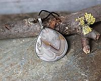 Náhrdelníky - Pokojný (achát - dizajnový kabošon) - 11555638_