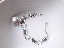 Náramky - Strieborný náramok s perleťovou mincou - 11549733_